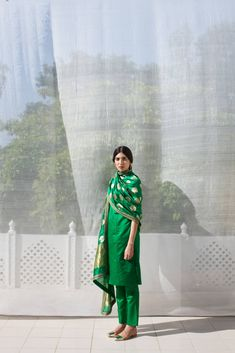 Raw Mango is a brand of contemporary Indian handwoven textiles crafted using traditional techniques. Indian Suits, Indian Attire, Indian Dresses, Indian Wear, Punjabi Suits, Anarkali Suits, Kurti Designs Party Wear, Kurta Designs, Pakistani Dress Design