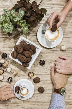 Biscotti chicco di caffè: Non sono una magnifica idea i #biscotti #chicco di #caffè? Originali e semplicissimi da fare, l'ideale per una pausa caffè con i fiocchi!
