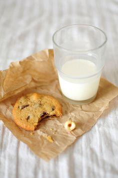 chocolate cookie // milk // dessert