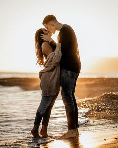 ✔ Couple Beach Photoshoot Winter Source by beach photoshoot Couple Photoshoot Poses, Couple Photography Poses, Couple Posing, Couple Shoot, Engagement Photography, Couple Beach Photos, Beach Engagement Photos, Photo Couple, Couple Pictures