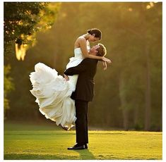Wedding Photo Ideas - Wedding day is one of the most special and important moment so that we want to keep and see this moment back. Romantic Wedding Photos, Wedding Couples, Wedding Pictures, Wedding Advice, Wedding Shot, Wedding Ideas, Wedding Hair, Wedding Colors, Destination Wedding