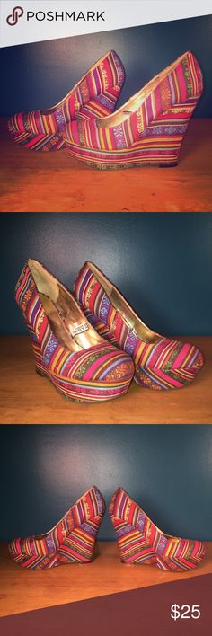 Mossimo Serape Wedge Platform shoe Mexican blanket Gorgeous and rare platform wedge by Mossimo. Serape fabric. Worn twice and stored on shoe rack. Super cute and unique. Surprisingly comfortable. 8.5 Mossimo Supply Co Shoes Wedges