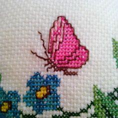 Kelebeği çok sevdim   #kelebek #kanaviçe #çarpıişi #handmade #elemegi #göznuru #etaminhavlu #havlu #etamin #hayatburada #kanaviçesizden #hobimkanavice