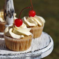 Jednoduchý recept na kreativní hravé cupcakes! - blog.velkykosik.cz Cupcake, Blog, Cupcake Cakes, Blogging, Cupcakes, Muffin, Muffins, Teacup Cake, Tarts