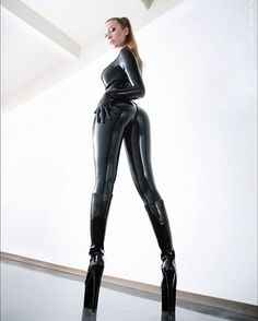 #latex #latexlover #latexfetish #latexcatsuit #corset #crop #dominatrix #mistress ##layexleggings #thighhighboots#tight #shiny #rubber