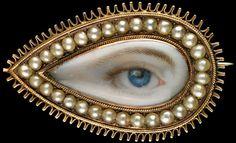 L'œil du bien aimé, peint à la main, sous forme de bijou porté en tant que preuve d'amour…  Ces figurines insolites sont présentées au Musée des Arts Premiers de Birmingham – Alabama (USA). L'exposition The Look of Love p Bijou en perles