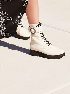 9058ad561c89 428 Best Shoes images in 2019