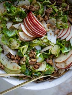 This crunchy brussels sprouts apple salad is filled with sprouts, apples, shallots, cinnamon toasted walnuts and drizzled with a brown butter dressing. Sprouts Salad, Brussel Sprout Salad, Brussels Sprouts, Hot Bacon Dressing, Different Salads, Best Thanksgiving Recipes, Shredded Brussel Sprouts, Grilled Turkey, Apple Salad