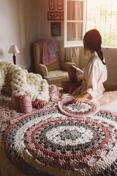 Carpet Of Trapillo With Flower In The Center Crochet Mat, Crochet Carpet, Crochet Mandala Pattern, Crochet Cushions, Crochet Doilies, Mandala Rug, Cotton Cord, Knit Rug, Crochet Symbols