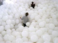 Llena un cuarto con globos y pasen una tarde diferente en casa / Fill A Room With Balloons