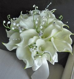 Natural Touch Off-White Calla Lilies Bouquet – Fillers - All The World Wedding Ideas White Wedding Bouquets, Bride Bouquets, Flower Bouquet Wedding, Flower Bouquets, Lily Wedding, Calla Lily Bouquet, Calla Lillies, Calla Lily Boutonniere, Lilies Flowers