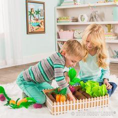 Keep your little ones occupied with a DIY felt garden!