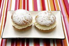 Resepti: Laskiaispulla Vanilla Cake, Muffin, Breakfast, Desserts, Food, Morning Coffee, Tailgate Desserts, Deserts, Essen
