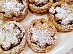 Taateli-valkosuklaiset joulutortut leivoksina © Hanna Stolt |Gurmee.net