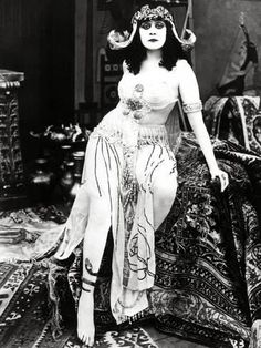 """""""Theda Bara a silent film actress popularly known as """"The Vamp."""" One of Hollywood's first major movie stars, she become a sex symbol in the first few decades of the """"To be good is to be forgotten. I'm going to be so bad I'll always be remembered. Hollywood Vintage, Hollywood Glamour, Classic Hollywood, Burlesque Vintage, Silent Film Stars, Movie Stars, Vintage Glamour, Vintage Beauty, Retro Mode"""