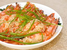 Steamed Garlic Prawns Recipe This is an additional recipe I am likely to try to prepare this evening. I hope it tastes as good as it looks. Prawn Recipes, Garlic Recipes, Fish Recipes, Seafood Recipes, Asian Recipes, Soup Recipes, Cooking Recipes, Ethnic Recipes, Seafood Dishes