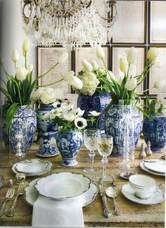WSH loves ginger jars and white flowers as a great Hanukkah or Christmas center piece. Via Splendid Sass.