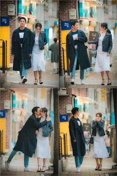 Pretty Noona who buys me food - Jung Hae in & Son Ye ❤❤ Something in the Rain Drama Korean Celebrities, Korean Actors, Korean Idols, Korean Dramas, Rain Drama, This Kind Of Love, Watch Korean Drama, Hot Korean Guys, Boy Idols
