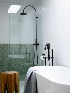 Amazing DIY Bathroom Ideas, Bathroom Decor, Bathroom Remodel and Bathroom Projects to assist inspire your master bathroom dreams and goals. Bad Inspiration, Bathroom Inspiration, Creative Inspiration, Creative Ideas, Bathroom Styling, Bathroom Storage, Bathroom Organization, Bathroom Cabinets, Bathroom Mirrors