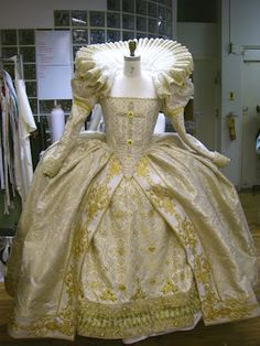 elizabethan dress image - Bing Images