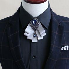 Tuxedo Bow Tie, Bow Tie Suit, Pretty Outfits, Cool Outfits, Women Bow Tie, Silk Bow Ties, Bow Tie Collar, Accesorios Casual, Tuxedo For Men