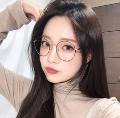 Image in girl collection by 꺼저 on We Heart It Ulzzang Glasses, Korean Glasses, Pretty Korean Girls, Cute Korean Girl, Asian Girl, Asian Boys, Cute Glasses, Girls With Glasses, Glasses Outfit