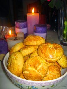 Sweet Buns, Sweet Pie, Koulourakia Recipe, Greek Cookies, Greek Sweets, Greek Easter, Pretzel Bites, Cookie Recipes, Biscuits