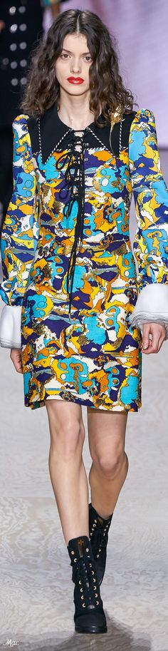 Louis Vitton Spring 2020 RTW Source by alexaklose Fashion 2020, Runway Fashion, Fashion Show, High Fashion Outfits, Fashion Ideas, French Fashion Designers, Vogue, Lovely Dresses, Louis Vuitton Handbags