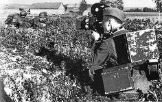 "https://flic.kr/p/dYNf69 | Un reporter de guerre ""Kriegsberichterstatter"" allemand filme des combats"