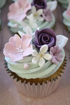 Flower cupcakes (by Cotton and Crumbs)