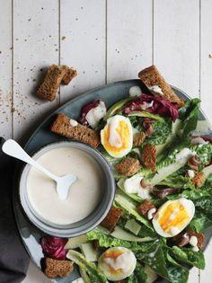 Σαλάτα με μαρούλι, αντζούγιες Καλλονής, γραβιέρα και σκορδάτα κρουτόν #σαλάτα Ramen, Salad, Ethnic Recipes, Food, Eten, Salads, Meals, Lettuce, Diet