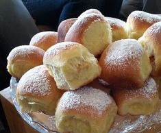 Recipe Kynuté buchty s tvarohem by learn to make this recipe easily in your kitchen machine and discover other Thermomix recipes in Dezerty a sladkosti. Kitchen Machine, Pretzel Bites, Hamburger, Bread, Recipes, Food, Thermomix, Brot, Essen