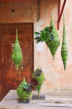 Unique Kokedama Ball Ideas for Hanging Garden Plants ball Moss Garden, Garden Art, Garden Plants, House Plants, Garden Design, Deco Floral, Arte Floral, Floral Design, Ikebana