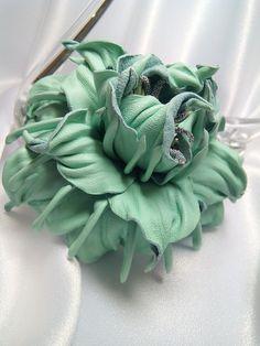 Leather flower. Цветы, заколки, броши из кожи