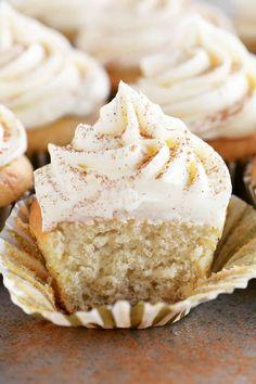 This Banana Cupcakes recipe is a great way to use up those ripe bananas! They are easy to make with a white boxed cake mix. Ripe Banana Recipe, Banana Oat Muffins, Banana Bars, Banana Cheesecake, Cheesecake Desserts, Banana Nut, Banana Bread Recipes, Healthy Cupcakes, Banana Cupcakes