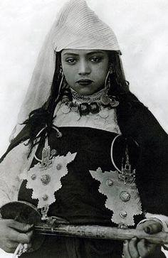 Amazigh musician 1910, Morocco.