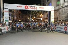 """Venerdì 12 giugno si alza il sipario sulla 15.edizione della 24 ore di #Feltre, #Castelli24h Allo scoccare delle ore 22 lo start della maratona che vedrà per 24 ore filate darsi battaglia 80 squadre e ben 22 solitari, i cosiddetti """"only one"""" cui si prospetta una sfida più che altro con se stessi. Ecco programma e orari http://www.mondociclismo.com/ciclismo-24-ore-di-feltre-castelli24h-edizione-olimpica-programma-e-orari20150611.htm #ciclismo #mondociclismo #24oreFeltre"""