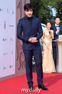 Alden Richards at the Seoul International Drama Awards. Alden Richards, Tv Awards, Seoul, Korea, Drama, August 28, Actors, Fashion, Moda
