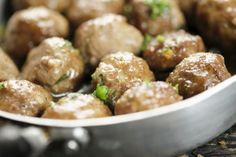 What are some easy recipes for sweet-and-sour meatballs? Canadian Cuisine, Canadian Food, Canadian Recipes, Sweet And Sour Meatballs, How To Cook Meatballs, Entree Recipes, Gourmet Recipes, Cooking Recipes, Meatball Recipes