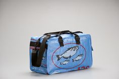 "Side cargo pockets  	Removeable nylon strap  	Interior pockets  	Specs: 11""T x 18.5""W x 9""      View Designs"