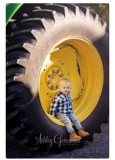 Tractor photo idea Toddler Pictures, Boy Pictures, Boy Photos, Family Pictures, Toddler Photography, Family Photography, Indoor Photography, Photography Ideas, 2nd Birthday Photos