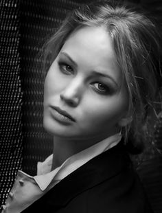 Jennifer Lawrence makeup and messy hair