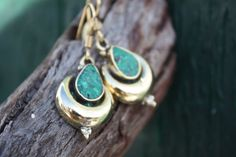 Emerald color stone earrings in gold brass  by AUROBELLE on Etsy, €14.00