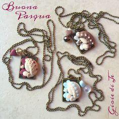 Buona Pasqua #fimo #fimoart #polimerclay #creativo #creatività #creativity #handmade #fattiamano #pasqua #easter #buonapasqua #instagram #gioiedije #madonnina #collana #bijoux #necklace