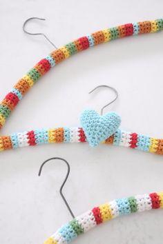 35 Easy Crochet Patterns - Crochet Hangers - Crochet Patterns For Beginners, Quick And Easy Crochet Patterns, Crochet Ideas To Try, Crochet Ideas To Make And Sell, Easy Crochet Ideas http://diyjoy.com/easy-crochet-patterns