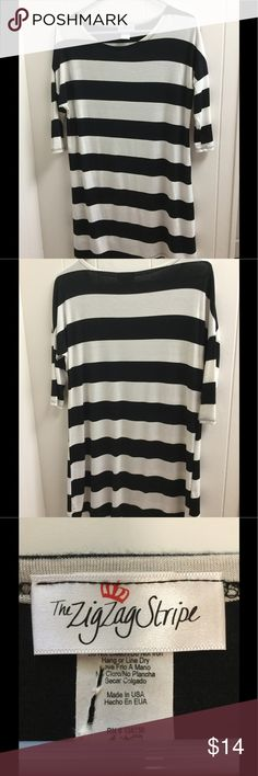 Shop Women's Zig Zag Stripe Black White size M Tunics at a discounted price at Poshmark. It is black and white Stripe. Zig Zag, Medium, Fashion Tips, Fashion Design, Fashion Trends, Tunic, Black And White, Best Deals, Tops