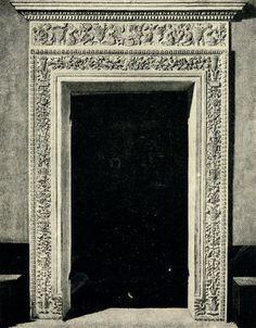 Урбино. Дверной проем и деталь Герцогского Дворца / 2-2