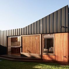 Bridge House - FIGR Architecture and Design - Melbourne, VIC, Australia - Image 5 - The Local Project House Cladding, Timber Cladding, Exterior Cladding, Facade House, Shiplap Cladding, Melbourne Architecture, Residential Architecture, Interior Architecture, Townhouse