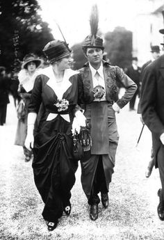 vintage everyday: Pictures of Parisian Haute Couture at the Longchamp Racecourse. - vintage everYou can find Longchamp and more on our website.vintage everyday: Pictures of Parisian Haute Couture at the Longchamp Racecourse. - vintage ever 1914 Fashion, Fashion History, Fashion Photo, Fashion Art, Fashion Spring, Fashion Trends, Belle Epoque, Edwardian Era, Edwardian Fashion
