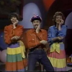 Skinnamarink- AMAZING Youtube channel devoted to all things Sharon, Lois, and Bram . . . Including a robust collection of vintage Elephant Show episodes!